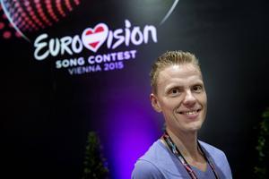 Journalisten Ole Tøpholm är expertkommentator i Danmarks Radios schlagersändningar. Han tror att Frans är med i segerstriden om Eurovision Song Contest i år.