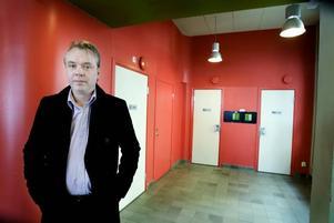 Göran Antan råkade ha en femma på sig och använde den vanliga myntautomaten när han lånade centralstationens toalett. Han tror att sms-tjänsten kan vara bra eftersom utvecklingen går mot att man använder mindre och mindre kontanter.