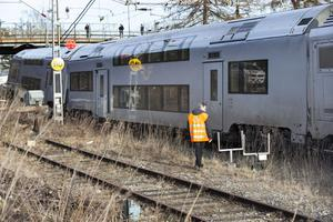 Det är under söndagen oklart exakt vilka skador tågsättet, framför allt främre enheten, fick.