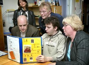 Pekkartan. Mats Jönsson som är intresserad av geografi och stadsministerns kollegor i andra länder fick höra att Reinfeldt fått en ny kollega i Frankrike.