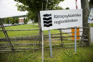 Nu ska rymlingen återföras till Rättspsykiatriska regionkliniken.