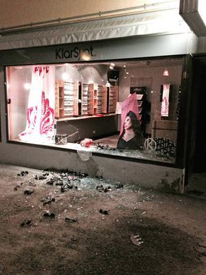 Optikern i Kramfors efter nattens inbrott.