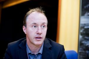 BAEs kommunikationsdirektör Ola Thorén tycker att Höga Kusten Flyg ska se över både tur- och prislistan.