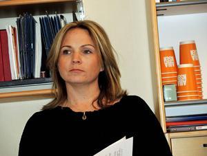 Monica Lundin (L) vill ha ett akutstopp för indragna beslut om personlig assistans.