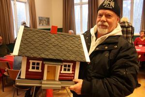 Impulsköp. Göte Sääv bor i Fågelhaget utanför Kumla. Givet då att köpa sig en fin fågelstuga.