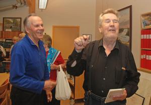 Finsk glädje. Mikko Kapraal och Reio Valjakka går ofta på de finska pensionärsträffarna.