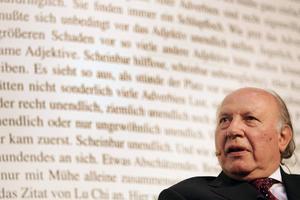 """Imre Kertész fick nobelpriset i litteratur 2002 """"för ett författarskap som hävdar den enskildes bräckliga erfarenhet mot historiens barbariska godtycke"""". Nu har han skrivit det han själv ser som kronan i sitt verk."""