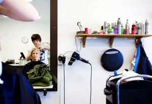 Lizette Flemström, grundare av frisörsalongen vid Brunflos, centrum har varit lyckosam. 3,5 år efter starten har verksamheten blomstrat.