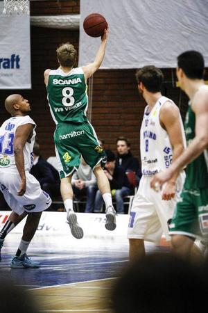 Tobias Borg var också en X-faktor. Hans rörliga guardspel skapade hål i Jämtlands försvar. Södertäljespelaren satte 12 poäng, tog 6 returer och hade 6 assists.