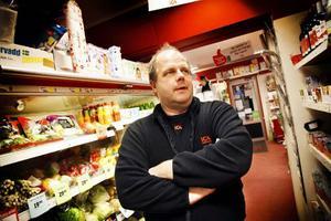 – Försvinner äldreboendet Bostugan innebär det ett stort avbräck för affären. Bostugan är en av våra största kunder, säger Lars Levin, handlare i kommunens enda glesbygdsbutik.