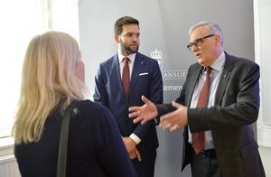Folkhälso- och sjukvårdsminister Gabriel Wikström och SKL:s ordförande Anders Knape höll en pressträff på Karolinska i veckan.