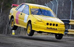 Henrik Flodin slutade trea i Supernationella klassen när rallycrossäsongen inleddes i Strängnäs. Endast 1,5 sekund kom att skilja till seger.