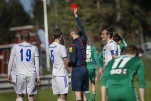 Två gula kort resulterar i ett rött för Pontus Olsson.
