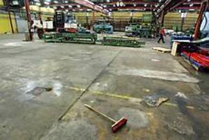 Slutstädningen är snart klar. Sedan finns det bara 5 000 kvadrat tomma lokaler där Perfo Plåt tidigare fanns. Foto:Lasse Halvarsson