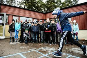Tredjeklassarna på Näslundskolan i Hallstahammarär några av de totalt 110 elever och 10-15 från personalen som får flytta till Nibbleskolan.