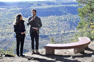 Prins Carl Philip och prinsessan Sofia tog emot bröllopsgåvan på Hykjeberg och tackar för den.