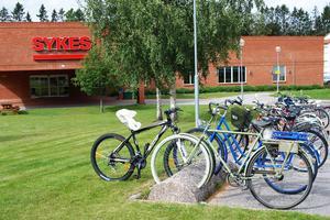 Många ungdomar tar cykeln till nya jobbet på Sykes. Frågan är: