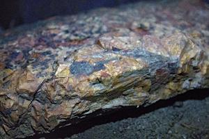 Stenarna i grottan har vackra mönster.