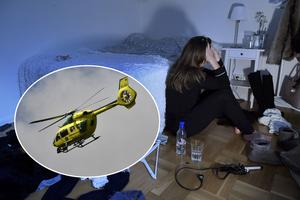 STOCKHOLM 20170110Ungdomar och alkohol. En berusad tonårsflicka sitter på golvet i sitt rum med en flaska vodka bredvid sig.  Foto: Janerik Henriksson / TT / Kod 10010