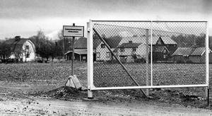 Islingby industriområde 1981. I bildens mitt syns gamla Konsumbutiken i Söpnarby samt Lindéns loge.