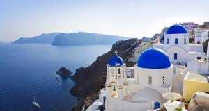 Santorini. Nu vädjar Grekland turisterna om att berätta sina positiva erfarenheter av semestern i landet.