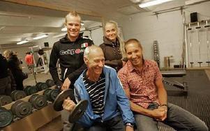 I 100 år har man tränat och tävlat i Dalregementets IF:s regi. Det har också gett fina resultat. Hans Sundgren visar ungdomarna hur man ska träna.FOTO: STAFFAN BJÖRKLUND