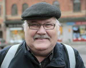 Åke Bertils, 68, pensionär, Gnarp:– Jag kommer från Nordanstig och där har vi fått snö. Vi är så glada över det så. Det är inte så mörkt när man kör längs med vägarna. Ni klarar mindre av snön än vi uppe i norra Hälsingland.