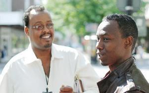 Mohammed Deeq och hans vän Abdshakur Isman berättar att ramadan är en självklar del av deras tro, då det är en av Islams fem grundpelare. -- Vi ber fem gånger om dagen, säger Mohammed. FOTO: MATTIAS GÖTHBERG