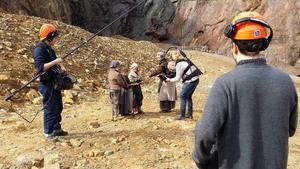 Inspelningarna vid gruvan pågick hela dagen.