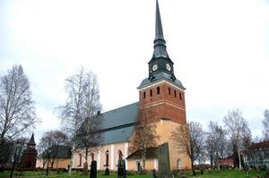 Anna Hed (C) ställer sig frågande till kritiken som har lyfts fram i skrivelsen, och kritiken som har riktats mot den politiska processen inom kyrkorådet och kyrkofullmäktige.