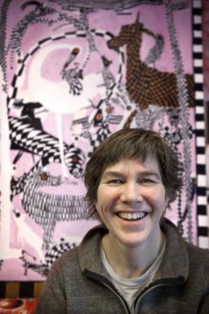 På galleri ska Anna Erlandsson visa teckning, mosaik och broderi.