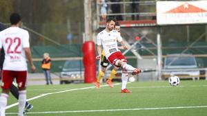 Pelle Löff fortsätter att leverera. Två mål i derbyt mot SFF och en andraplats i poängligan är facit så här långt för HUFF-anfallaren.