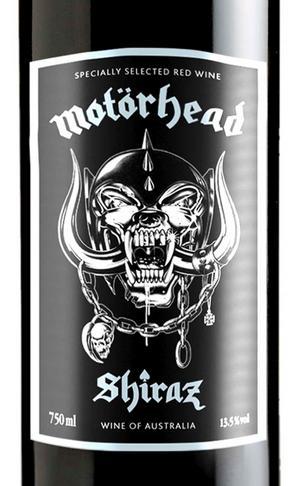 Motörhead Shiraz 2009, Australien (6318) 119 kronorStöddigt mörkbäriga shirazdruvan är naturligtvis helt rätt för ett hårdrocksvin. Men här i ganska mesig tappning med mörka bär, fatvanilj och saltlakrits i för prisnivån tveksam koncentration. Hade förväntat mig något mer bombastiskt.