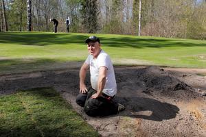 När ändringar görs på golfbanan köper banchefen Andreas Jansson  in färdigt gräs. Han tycker att även villaägare borde göra så, han tror inte att det blir så mycket dyrare än att skaffa matjord och så själv.
