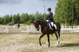 Nadja Eliasson vann klassen Medelsvår B med Quite Pleasure.