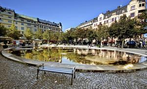 Om gatorna runt Järntorget i Örebro fick bli ett nav för stadsbussarna skulle kaoset vid hållplats Slotten och Storbrons försvinna, skriver Sten Lang. FOTO: Håkan Risberg