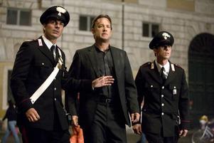 Guide i Vatikanen. Tom Hanks visar vägen till kyrkor och skulpturer, gäsp.