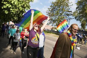 Uppskattningsvis 300 personer deltog i Faluns första Prideparad, som gick genom centrum och till slutdestinationen Arenan.