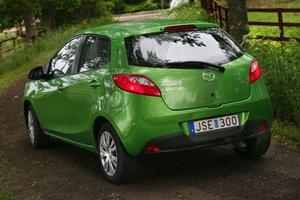 Mazda 2 är systerbil till nya Ford Fiesta och det har man inte gjort mycket för att dölja.Foto: