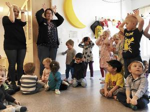 Förskolan Blåsippan i Norberg är en av förskolorna som får del av Skolverkets pengar. Det kan behövas. Vid förskolans 30-årsjubileum den 16 mars berättade personal för FP att småbarnsavdelningen Myran då hade hela 19 barn inskrivna men bara ett skötbord.