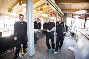 Bernard Radonic, Marcus Lodin, Tommy Westby och Erik Hellström förbereder nyöppningen.