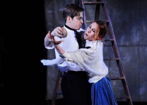 Andreas Rodenkirchen och Camilla Nyberg spelar de två diktarna Elmer Diktonius och Edith Södergran med stor närvaro.