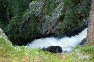 Naturen är vacker och dramatisk vid Styggforsen.