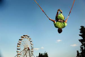 Till sommar kombinerar Sommarland vattenlek, bungyjump och Parishjul med dagkonserter med kända artister.