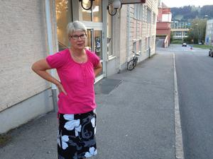 Ann-Marie Johansson (S) följde med på ett arbetspass på psykiatrin på torsdagen. Att det är för varmt i lokalerna på sommaren visste hon redan och efter samtal med personalen vet hon nu också att det är för kallt i lokalerna på vintern.