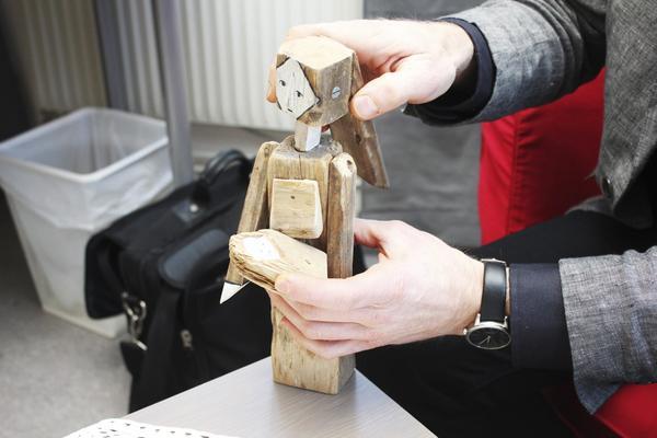 Dockspel. Den här dockan har Karsten gjort själv. Det är jungfru Maria somhåller i Jesubarnet$RETURN$$RETURN$