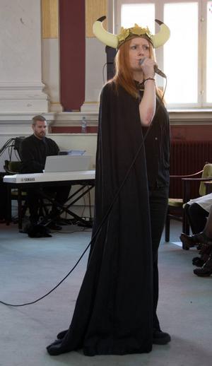Cime Larsson som Oden.