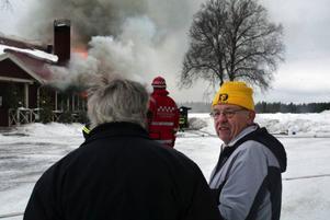 Göran Dahlström bodde på övre våningen på Lyransgården. Han miste allt han ägde när huset brann upp i går. Branden startade i en förrådsbyggnad på nedre plan.
