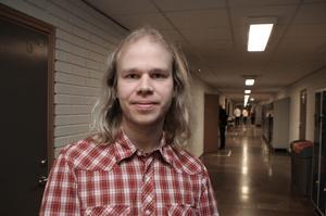 Elever som har svårt att nå målen har rätt till hjälp. Men barn som ligger långt framme behöver också extra satsningar, säger Fredrik Löfgren, känd från SVT:s genikampen och ett otal mästerskap i robotprogrammering.