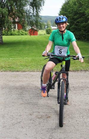 Eva Berggren, en av arrangörerna i kamratföreningen Undersviks byalag, var själv med och tävlade. Det blev en andraplats i damklassen för henne.